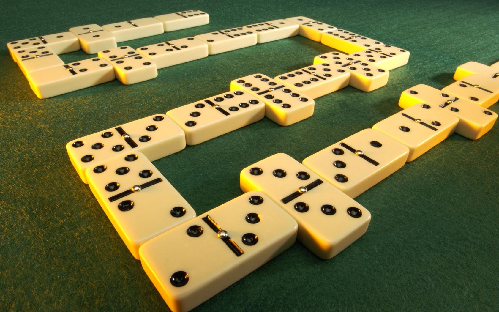 Jugando dominó