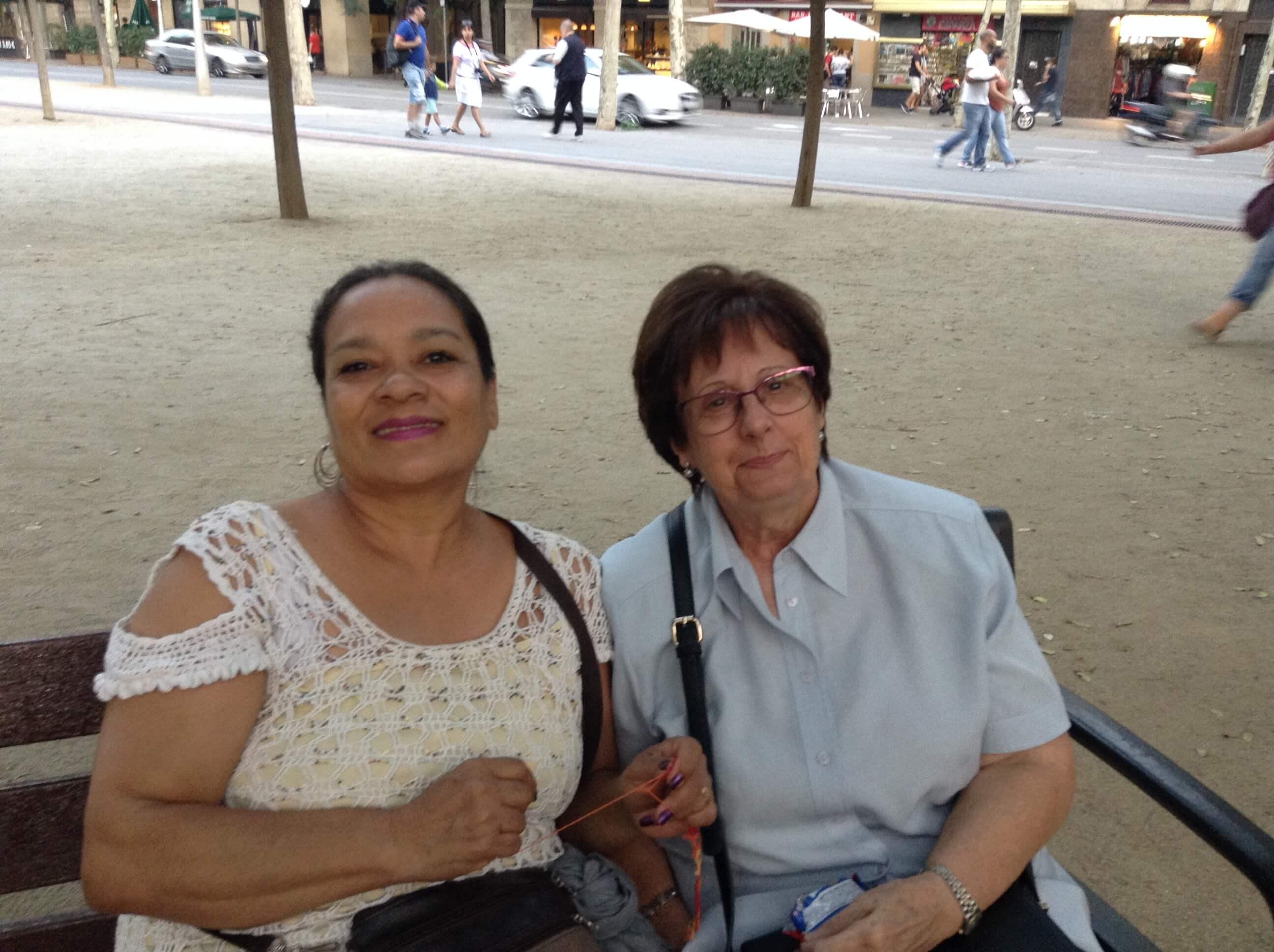 Con mi amiga en el parque de BCN